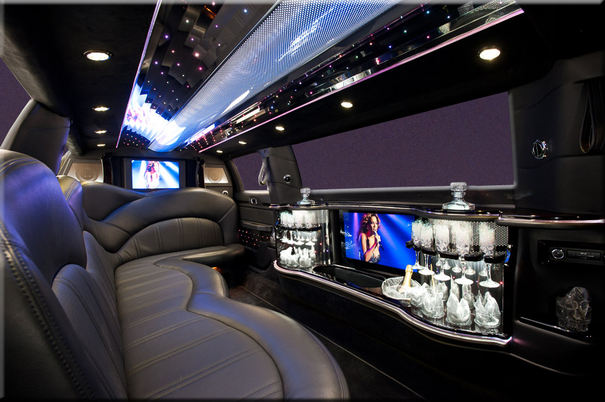 The New Lincoln Mkt Stretch Limousine 6 Passengers New York Car