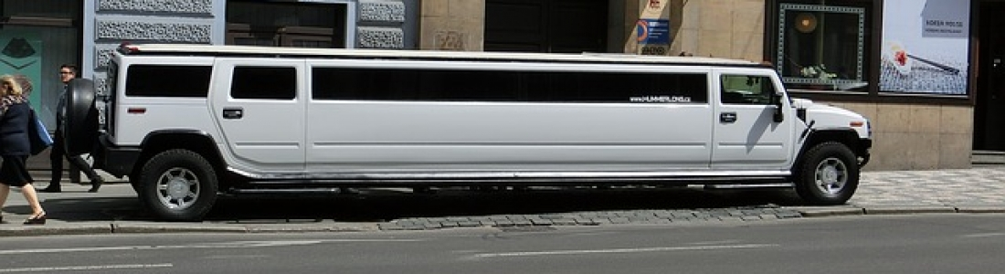 5 Best Reasons To Hire A SUV Limousine