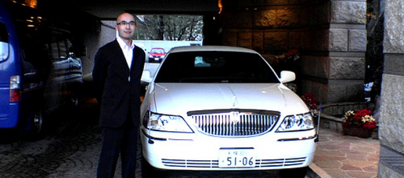 Top Reasons Why Smart Tourists Choose To Use Limousine Services
