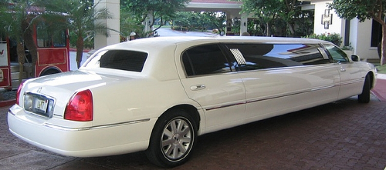 How Does An Airport Transfer Limo Help Your Business Image?