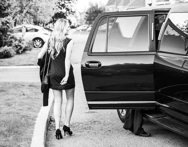 Using A Limo For Corporate Travels: How To Get The Best Deals